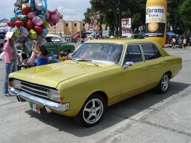 Opel Rekord 71 sedan 4 puertas