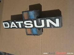 Emblema Parrilla Datsun Pick Up 80S
