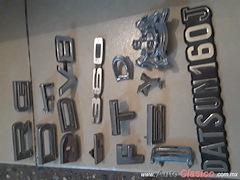 Diversos accesorios usados letras ford. chev. datsun.etc