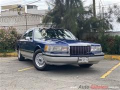 1990 Lincoln Town car signature series Sedan